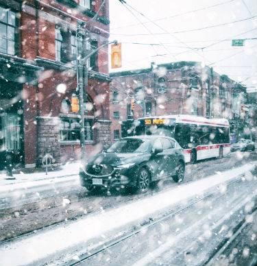 Toronto - snowing